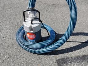 Zubehörpakete Spiralschlauch für Havariepumpen im Bild Lenzmeister Superflex mit Knoten im Schlauch